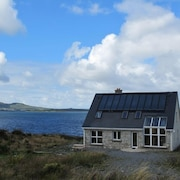 Eco-friendly House Beside the sea in the Wildness and Solitude of Connemara