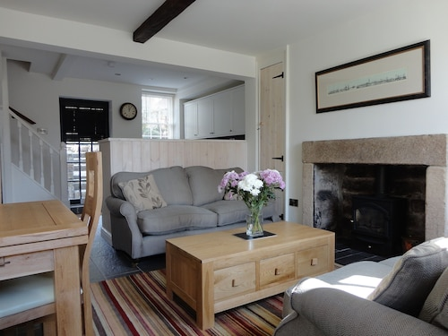 Tom's Cottage, a Luxury Holiday Cottage In Baslow, Derbyshire