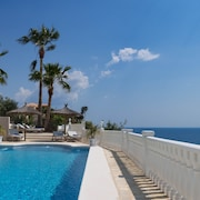 Exclusive! Luxury Villa With Fabulous Views, First Line... Renovated i