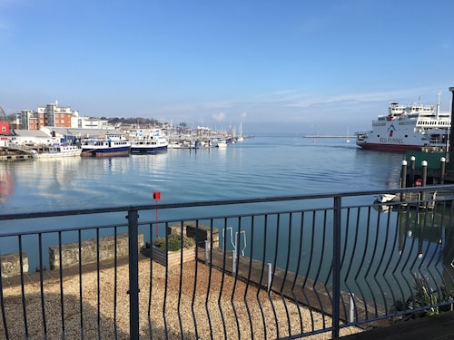 Harbour View - Waterfront Cottage in East Cowes