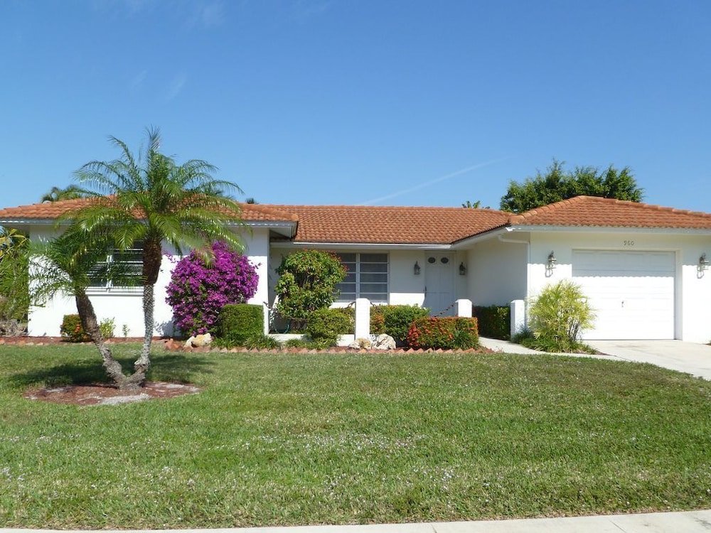 Escape To Marco Island Walk To The Beach House With Heated