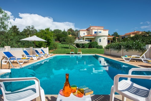 Villa Quina ~ Private Pool~a/c & Wi-fi - Sleeps 9 + 2 Baby Cots - Booking 2021!