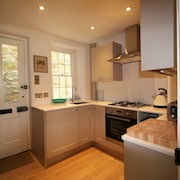 Lovely Fisherman's Cottage In the Heart of Salcombe