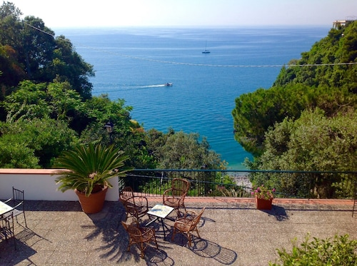 Casa De Angelis With Private Parking and Direct Access to the Beach