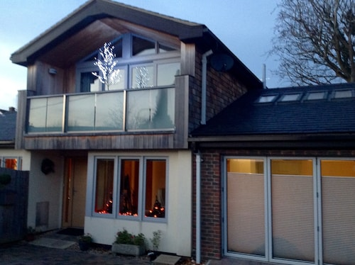 Beautiful Contemporary Accommodation - Sleeps 2 Adults