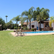 QUALITY VILLA, 7-8 people, gardens and big private Swimming Pool, WIFI, Tv Sat, Air conditioning,South of SPAIN, BBQHouse with character