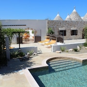 Large Luxury Trullo, Private Heated Pool, Air Con and 90m2 Games Room