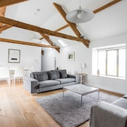 Owl Barn - Wow! A Fantastic Stylish Modern Barn Conversion for 4+1 Great Views