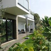 NEW Villa Garden 150m From Beach, Sunniest Warmest Village