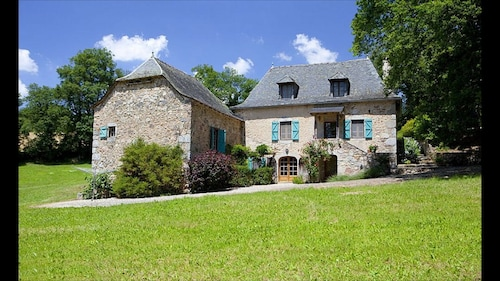 A Stunning French Farmhouse Retreat in the Heart of Averyon