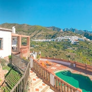 Ideal Villa to Relax With Mountain, Village and Sea Views