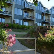 Beautifully Presented, Luxury Ground Floor Apartment With Sea Views and Parking