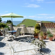 Vintage Furnished Garden Apartment, Pets Welcome! BBQ on Large Patio & Seaviews!
