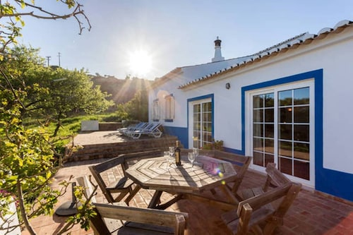 Spacious Algarvian Farmhouse With Pool set in 5 Acres of Grounds. 7509/al