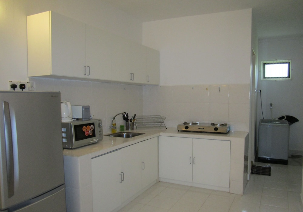 Private Kitchenette, Red Door Apartments