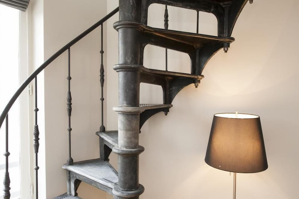Staircase, Milestay - Paris Montmartre