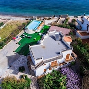 Villa on the Beach Whit Private Beach