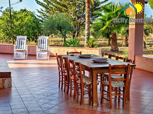 Large and Bright Villa Just 5 Minutes Driving From the Beautiful Eraclea Minoa