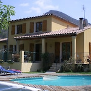 4 Bedroom Villa With Private Pool Within 5 Minute Walk Into Quillan