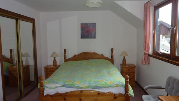 4 sovrum, strykjärn/strykbräda, barnsängar och wi-fi