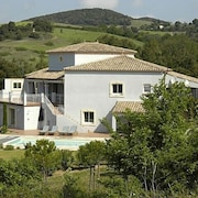 Near Carcassonne - Stunning Villa With Heated Pool and Wonderful Views