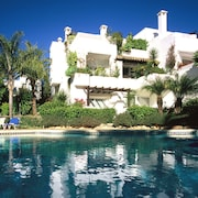 Marbella Luxury Apartment 110m2, 200 Meters From Beach in Tropical Gardens