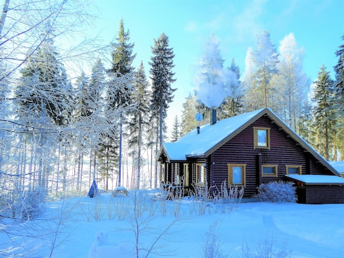 Cozy new 5 Star log Cabin Right on the Lake. Finland. Water and Forest