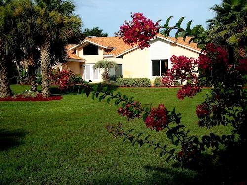 Great Place to stay Stor Villa m. Hzb. Pool på 4500 m² Grund på Golfbanen ved Søen n. Disney World near Florida