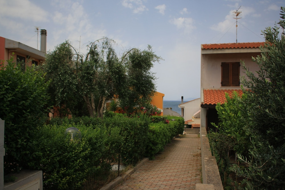 Property Grounds, Holiday House Near the Beach With a Wonderful sea View