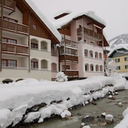 Apartment, 300m to the ski Slope, Everything on Site, gr. Recreational Winter + Summer