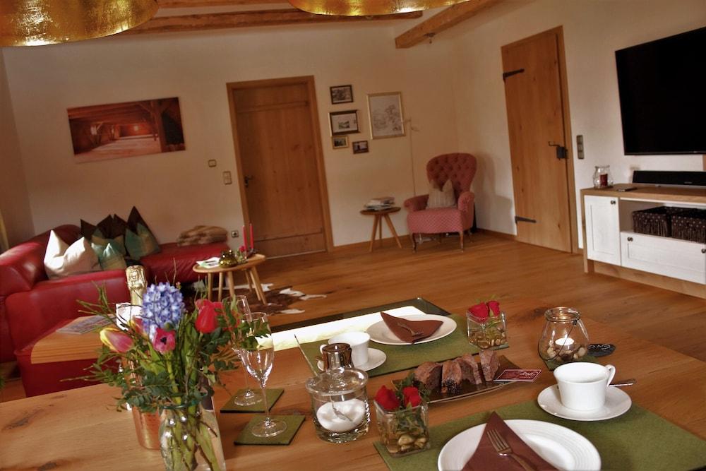 Landhaus Chalet Mussea Sauna, Private Wellness, Badefaß, Kamin, Frühstück