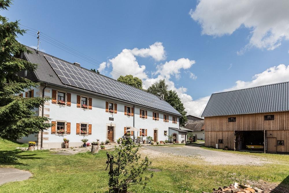 Charmant Landhaus Chalet Mussea Sauna, Private Wellness, Badefaß, Kamin, Frühstück  0.0 Von 5.0