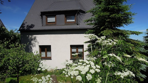 Holiday Home in the Erzgebirge : Hiking, Biking, Winter Sports, Relax!