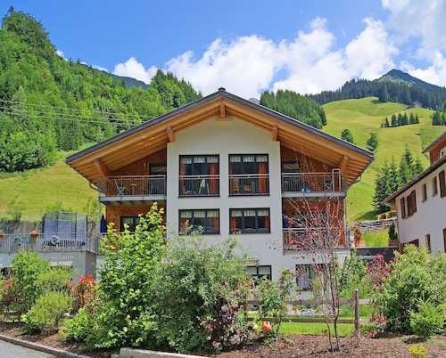 Comfort Apartments in a Beautiful Mountain and Skiing World for 4-5 People