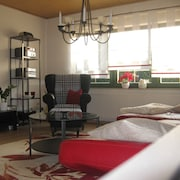 Holiday Home on the Wine Route _ Modern, Comfortable and Central