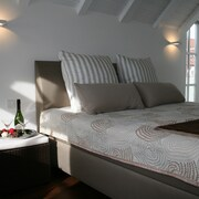 Romantic and Spectacular - Gallery Apartment With 180° View of the Lake and Alps
