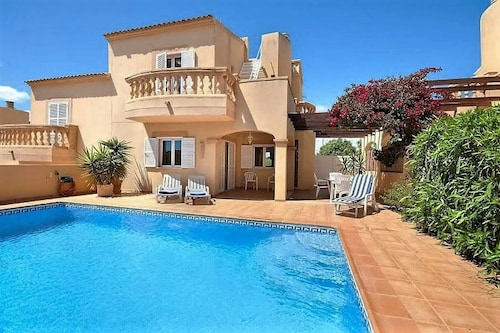 Charming Family-friendly Holiday Home Near the Beach With Pool, Wifi u. Climate
