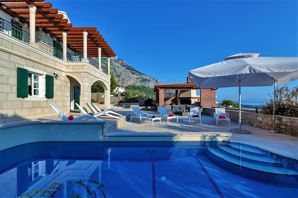 Pool, High-lux Villa Vikki With Pool and Seaview