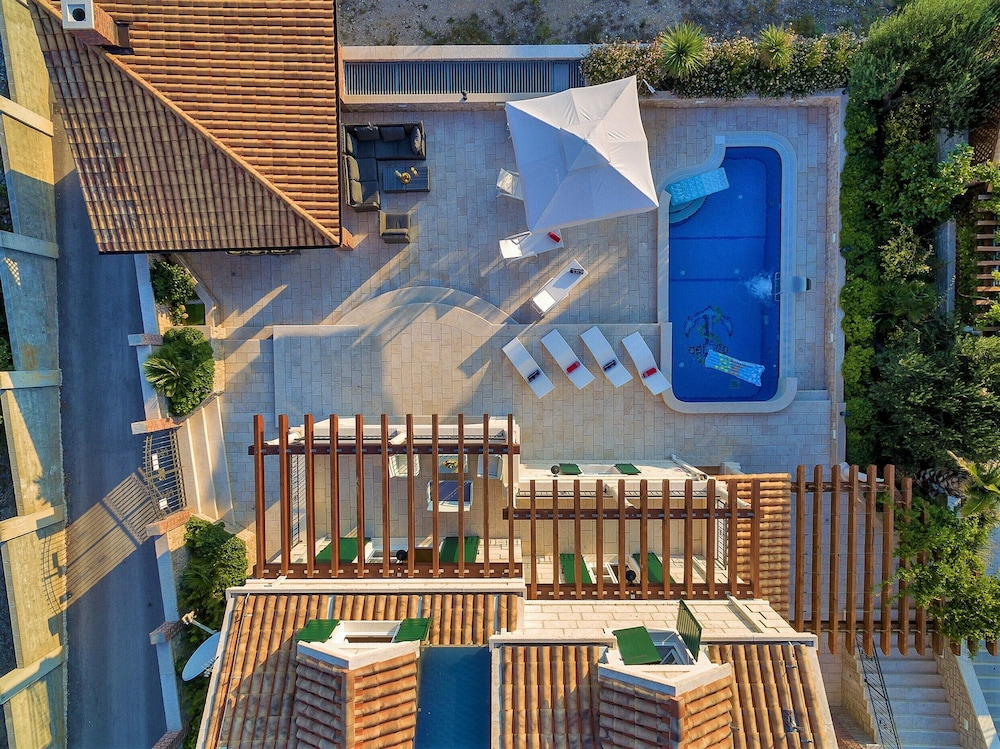 , High-lux Villa Vikki With Pool and Seaview