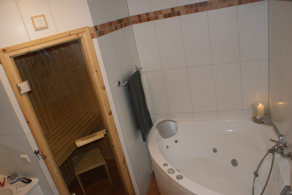Great Apartment With 2 Bedrooms, Sauna, Whirlpool, Fireplace ...