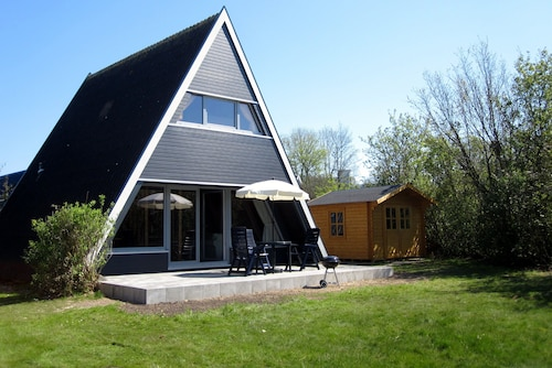 Holiday House With Modern and new Equipment, for Families, Near the Beach, Wi-fi