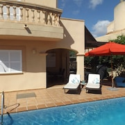 Beautiful Semi-detached House With Private Pool, not far From the Beach, Free Wireless Internet