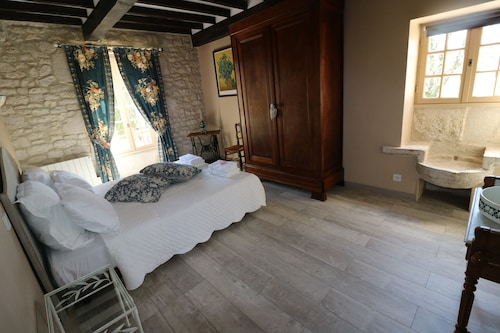 Bed & Breakfast in a House Typical of Quercy Blanc