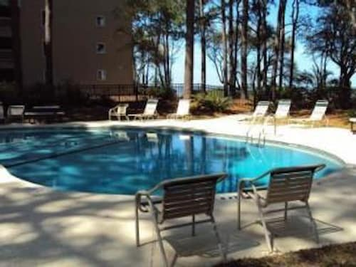 Cozy, Private, Gated, Hilton Head Location With Great Views. Steps to the Beach