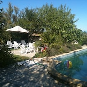 bed and Breakfast in the Vineyards Swimming Pool Jacuzzi Sauna Steam Room in Beautiful Park