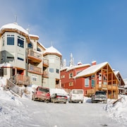 Sleeps 9 Ski in / Out 2 Bedroom - 2 Bathroom Chalet With 6 Person Hot Tub