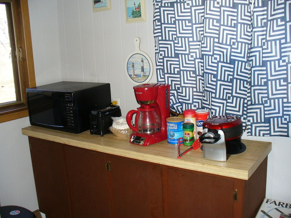 Private Kitchen, King Bed! Wifi, Cable,2 min Walk to Hamlin Lake, S Bayou Park & Boat Ramp
