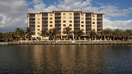 3 bed Luxury Resort on Marco Island 6th Floor 50% Discount Sleeps 8