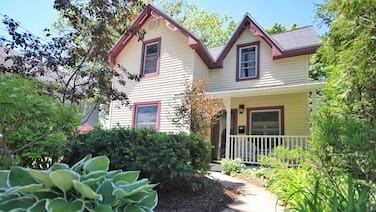 Best Location in Cvx! 1.5 Blocks From Lake MI Beach & Downtown Charlevoix!