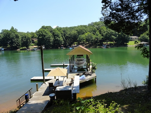 Ideal Lakefront Apartment 5 Miles to Westlake